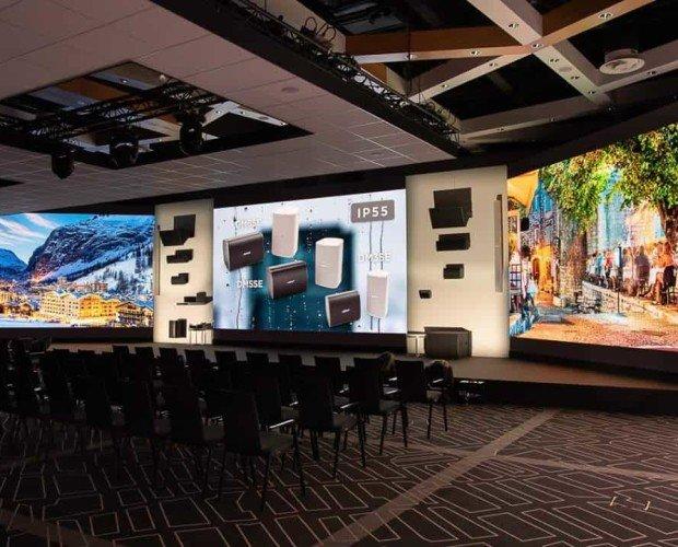Alquiler de Equipo Audiovisual.LED curvadas de alta resolución