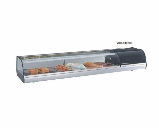 Vitrina Mostrador Suchi. Incorpora un evaporador superior que transmite el frío por gravedad y placa fría en la parte inferior