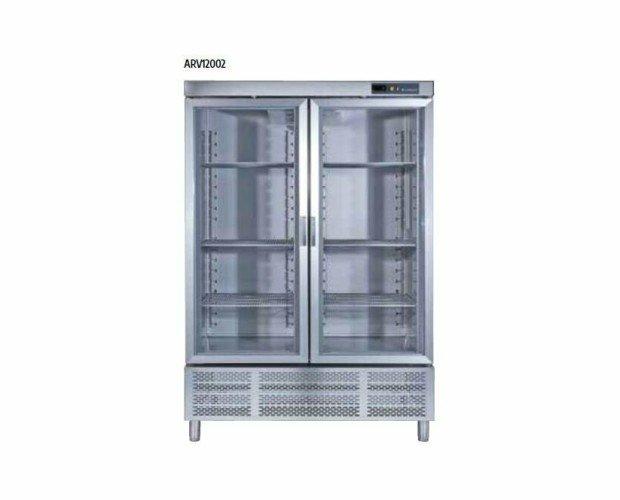 Armario Refrigerador puertas de Cristal. • Dispositivo automático de cierre.