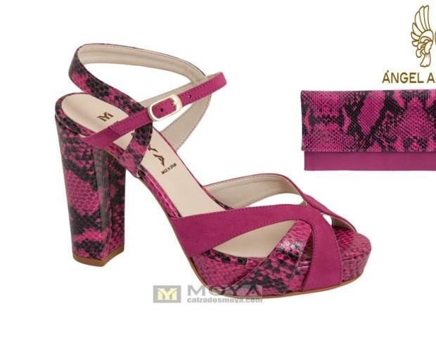 Sandalia y cartera fuxia. Hermoso calzado