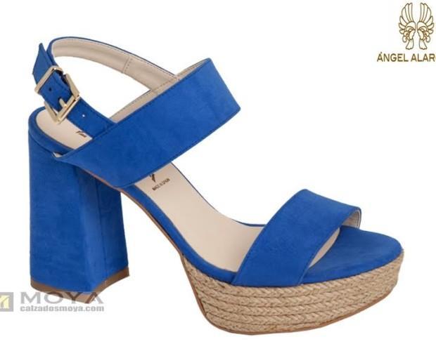 Sandalia azul. Calzado de calidad