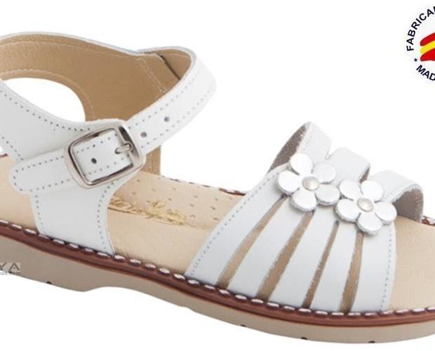 Sandalia blanca. Sandalia en piel y planta de piel