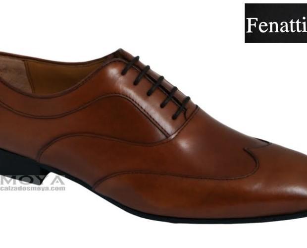 Zapato marrón. Con suela de cuero