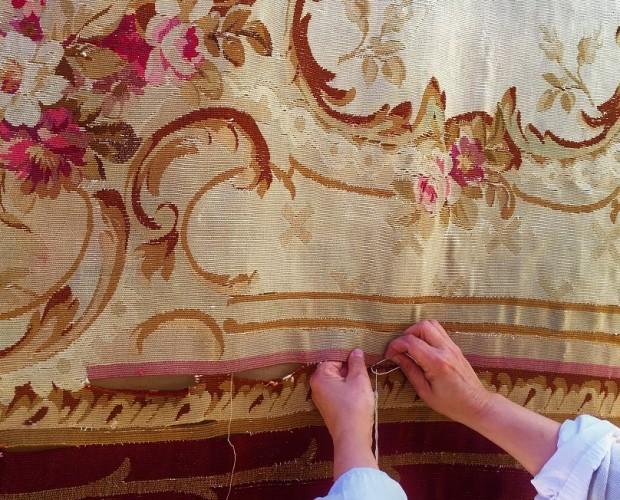 Mantenimiento y Restauración de Tapices.Hacemos la limpieza y restauración de tapices antiguos y modernos. Ofrecemos una reconstrucción total de las piezas.