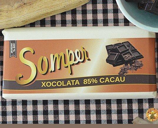 Chocolate 85% cacao. Con un poco de azúcar moreno de caña, más dulce y más sabroso