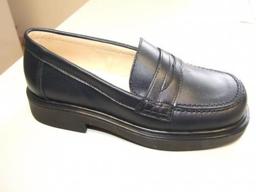 Zapato colegial. Todo tipo de zapato infantil, juvenil y de bebé