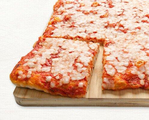 Base Pizza Tomate Mazzarela. El queso mozzarella es el ingrediente protagonista de nuestras pizzas