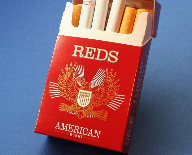 Cigarrillos. En caja roja