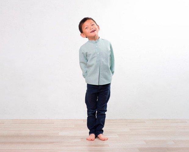 Conjunto ceremonia. Camisa Mateo de lino verde agua y botones en nácar y pantalones azul marino.