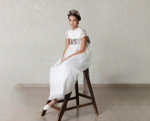 Vestido de comunión. Vestido Angelina de organza y seda traslúcida. Aquí con el fajín natura.
