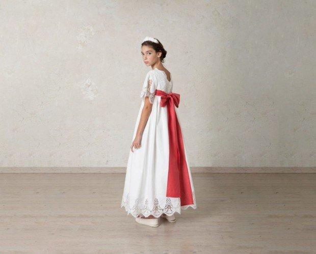 Vestido para Ceremonias. Vestido Rocío en lino bordado. El cuerpo y la falda tienen bordes bordado