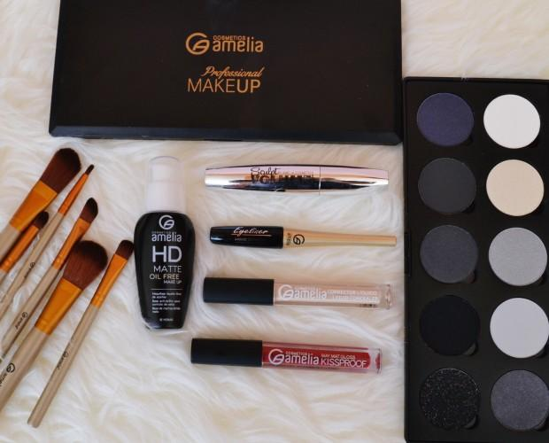 Maquillajes y pinceles.