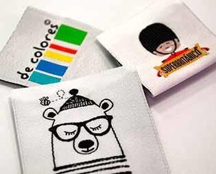Etiquetas.Diseños propios y personalizados.
