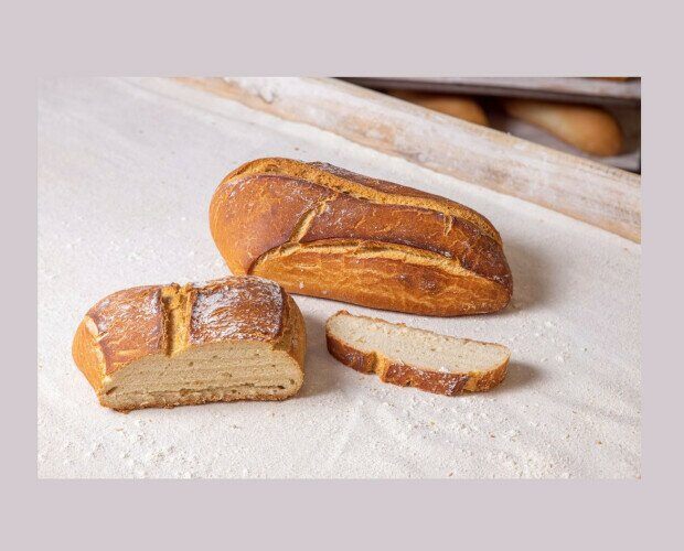 Pan de la Parroquia. Pieza de corteza crujiente apto para acompañar cualquier plato