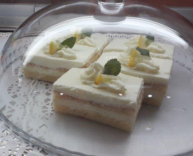 Pastel limon artesan. Disponible, limón, chocolate, nata, frutas bosque
