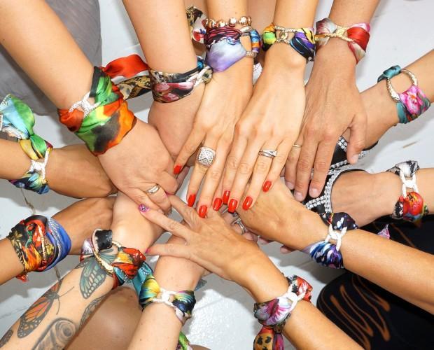 Pulseras de diseño. Exclusiva colección de pulseras de seda con anilla en plata o dorado. 24 modelos disponibles