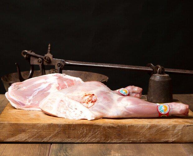 Paletilla de lechazo. Parte delantera del lechazo.Peso aprox de la pieza de 0,750 Gr.