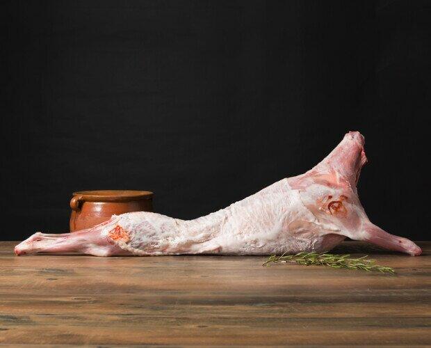 Cabrito. Cría de la cabra de hasta 30 días de edad alimentado con leche materna.