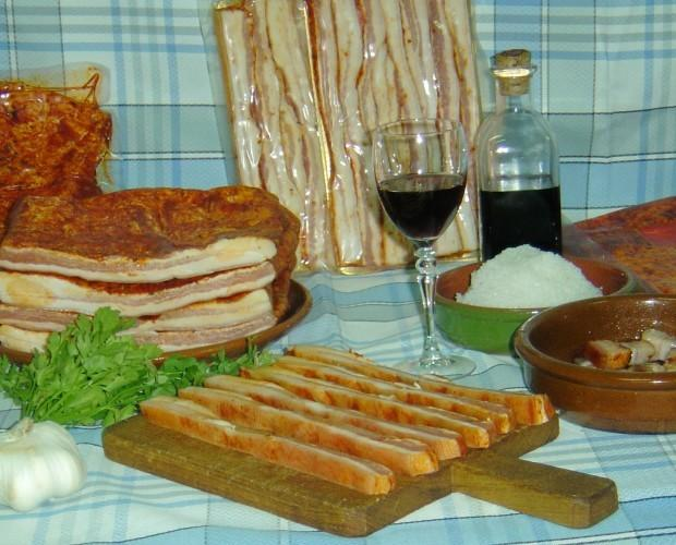 Embutidos Cocidos. Bacon Ahumado. No puede faltar en su mesa