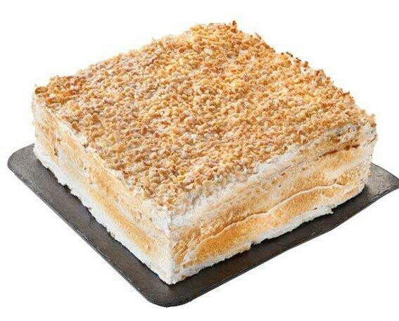 Costrada Alcalaina. Combinación de crema, merengue y almendra envuelta en finas láminas de hojaldre.
