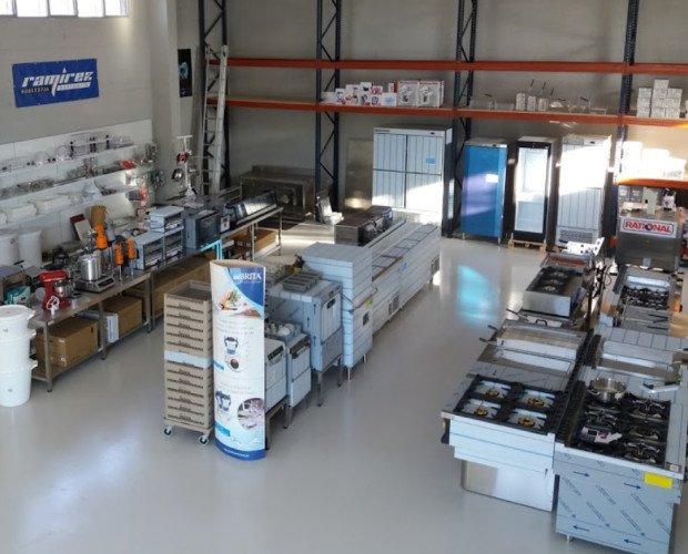 Exposición de maquinaria. Gran variedad de equipamento para hostelería