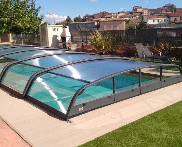 Fabricación de Cubiertas para Piscinas.Cubierta telescópica de piscina de un metro de altura con módulos independientes.