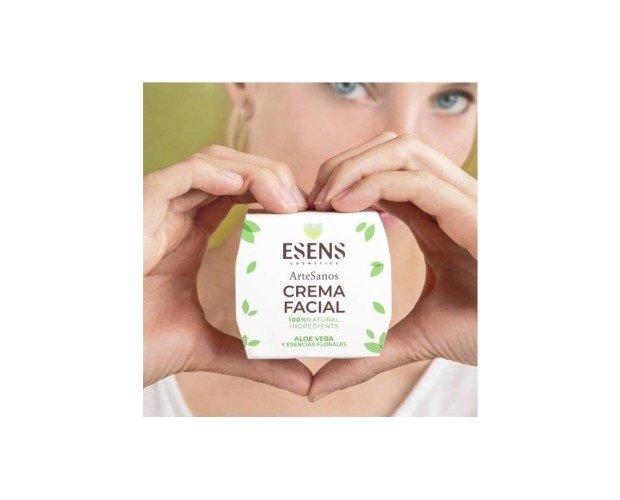 Crema Facial Aloe Vera y Escencias Florales. Te cautivara por su aroma agradable y su textura ligera