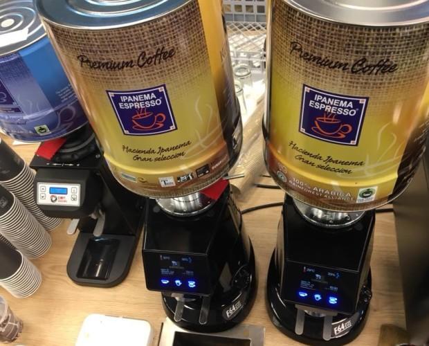 Diversos granos. Los más agradables sabores de café fabricados en España.
