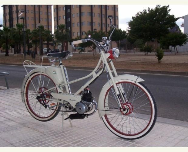 Motocicleta clásica. Alquiler de Motocicleta clásica