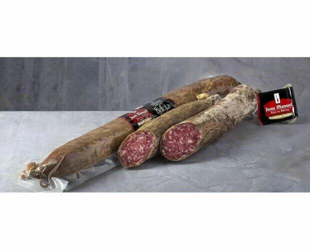 Salchichón Ibérico Bellota. Ingredientes: Carnes magras adobadas con sal, vino y especies