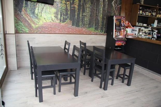 Mesas.Mesa de madera de pino estilo vértice, lacada
