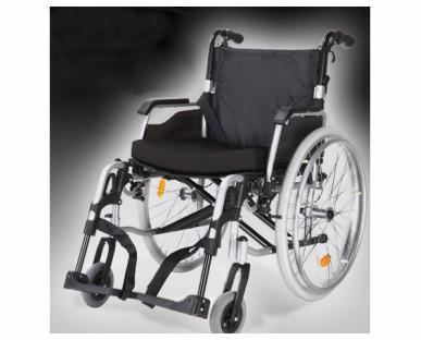 Silla de rueda de aluminio. Puede utilizarse tanto en el interior como en el exterior