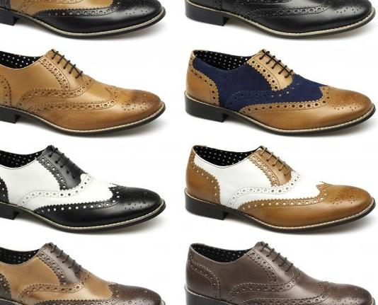 Clásico con cordones hombre. Zapato clásico de hombre de pala recta realizados en piel, cierre de cordones y piso de goma. Adorno de picados.