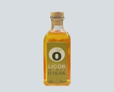 Licor de aceite de oliva. Ideal para entrantes en formato de chupito bién frio