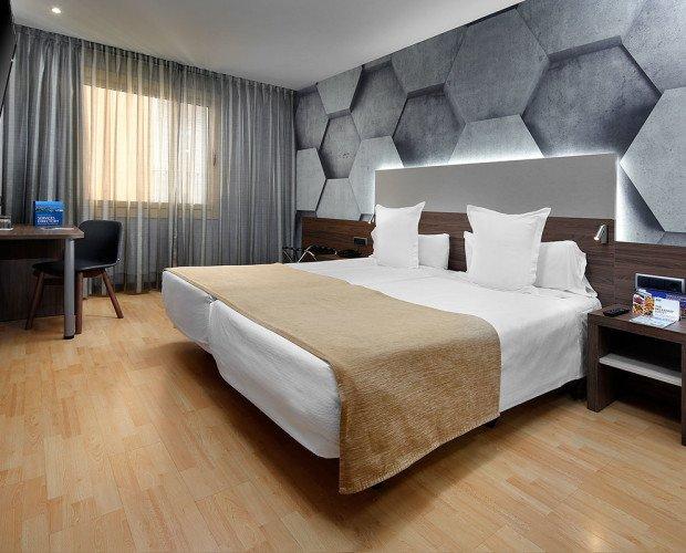 Hoteles.Su buena localización te permitirá visitar el Monumento a Colón o el Museo Marítimo