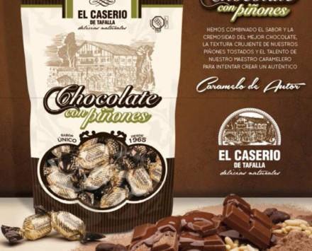 Caramelos de chocolate. Caramelos de chocolate con piñones
