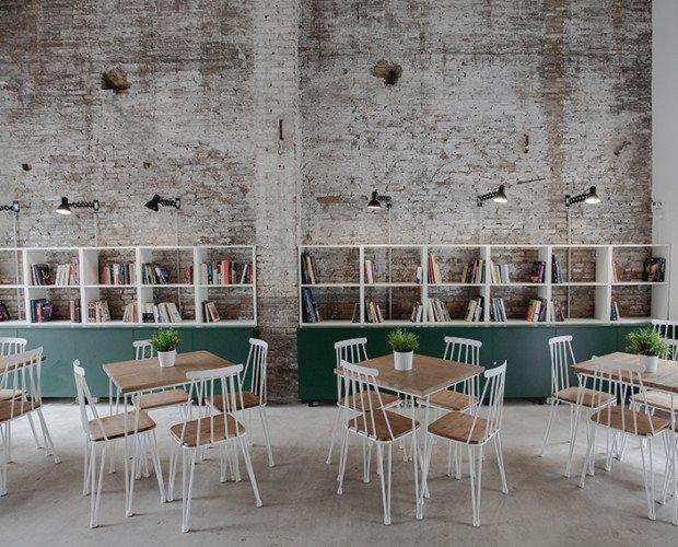 Decoración de cafetería. Proyecto de interiorismo, cafetería en el Cabañal . Valencia. Rehabilitación de un antiguo taller de barcas.