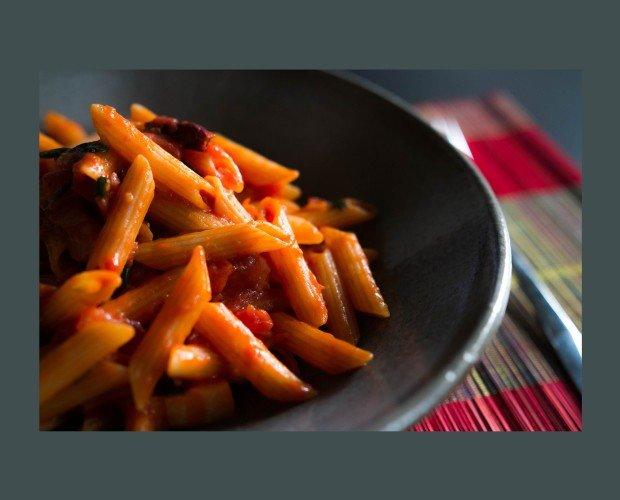Macarrones con Chorizo. Deliciosa pasta cocinada al dente, con nuestro chorizo de pueblo