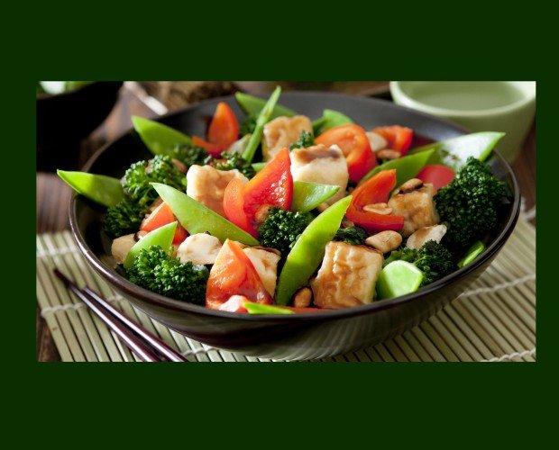 Salteado de Verdura con Pollo. Plato completo para una comida única y saludable