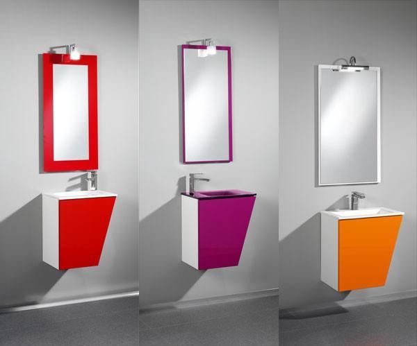 Espejos. Variedad de diseños y colores de espejos para baño