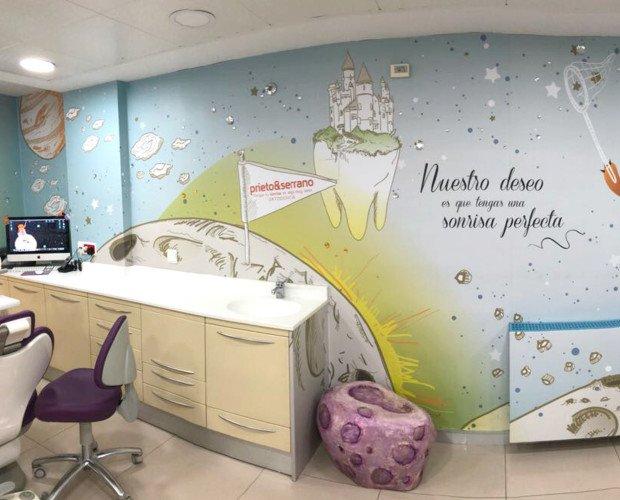 Rotulado. Colaboramos como partners en la producción e instalación de las imágenes, se aplicó vinilo en el interior, en cristaleras, paredes, mobiliario.