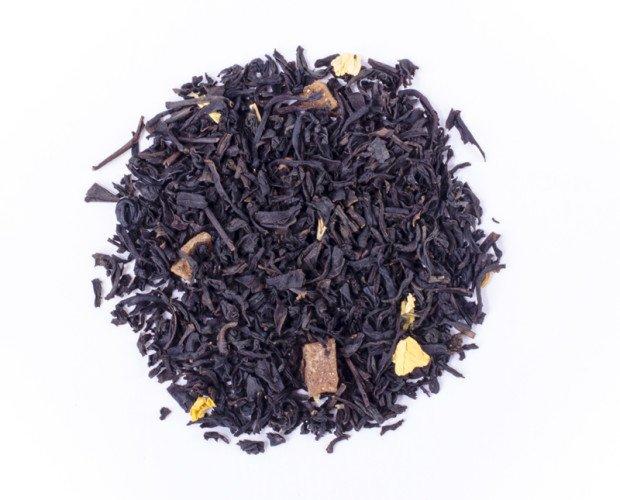 Té de melocotón. Té negro aromatizado, trozos y hojas de melocotón.