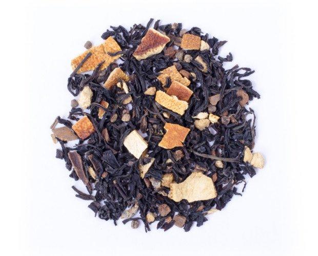 Té de especias. Ingredientes: Té negro aromatizado a vainilla, trozos y hojas de naranja, selección de especias en proporción variable (clavo, pimienta y...