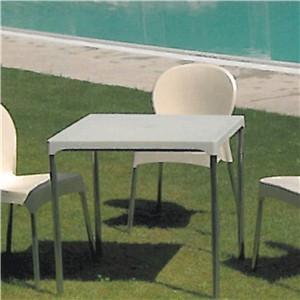 Mobiliario para Hostelería. Sillas y mesas de variados diseños