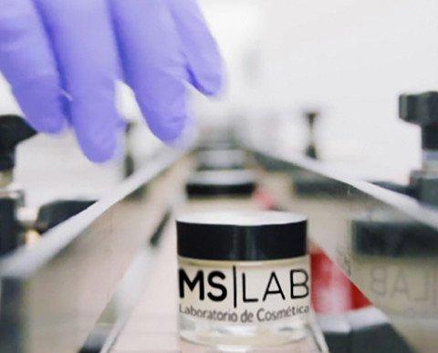 Fabricación de Productos de Belleza.Máquina de envasado cosmética