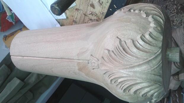 Columna para mesa. Tallado en madera