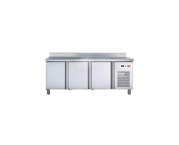 Mesa snack refrigerada. Fabricado en acero inoxidable