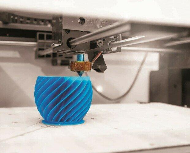Modelado por deposición fundida. Se pueden crear prototipos funcionales detallados y piezas técnicas de geometrías