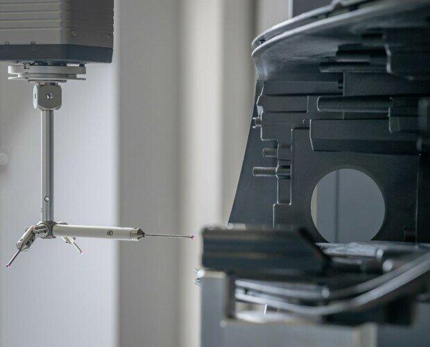 Fabricación de filamentos fundidos. Proceso de impresión 3D que utiliza un filamento continuo de material termoplástico