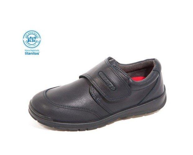 Zapato colegial, cierre belcro. Corte piel, forro textil